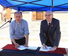 Corporación La Matriz y PUCV firman convenio para desarrollo de barrio histórico